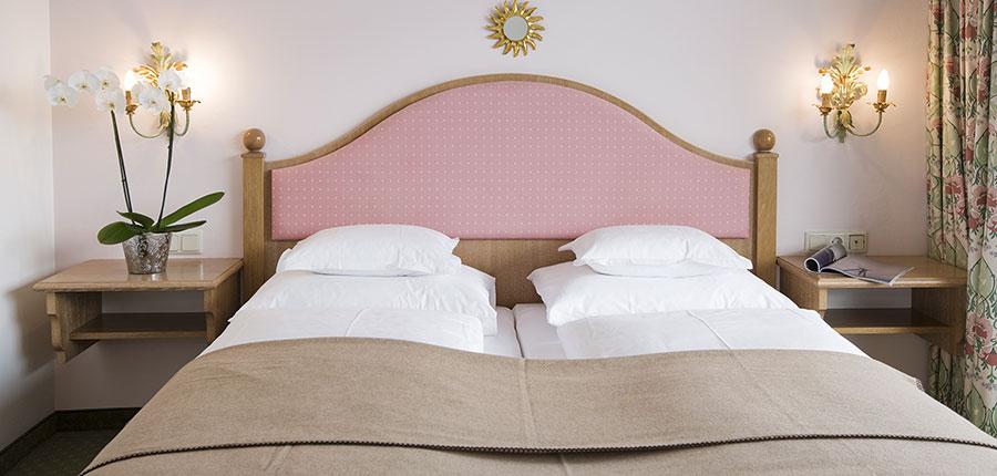 austria_arlberg-ski-area_lech_hotel_sonnenburg_oberlech_bedroom_twin.jpg